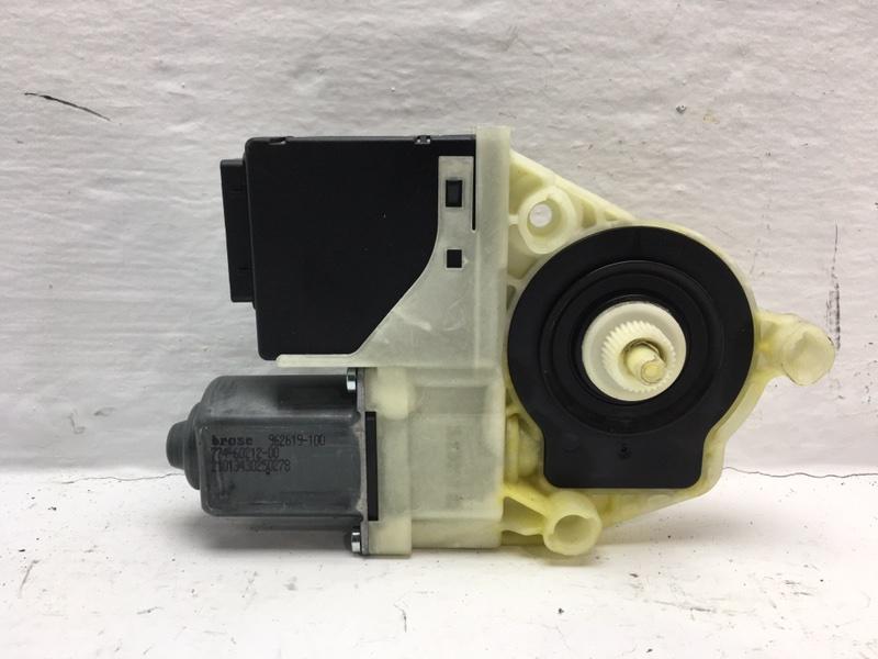 Мотор стеклоподъемника Volkswagen Passat B7 2.0 TDI 2013 задний левый (б/у)
