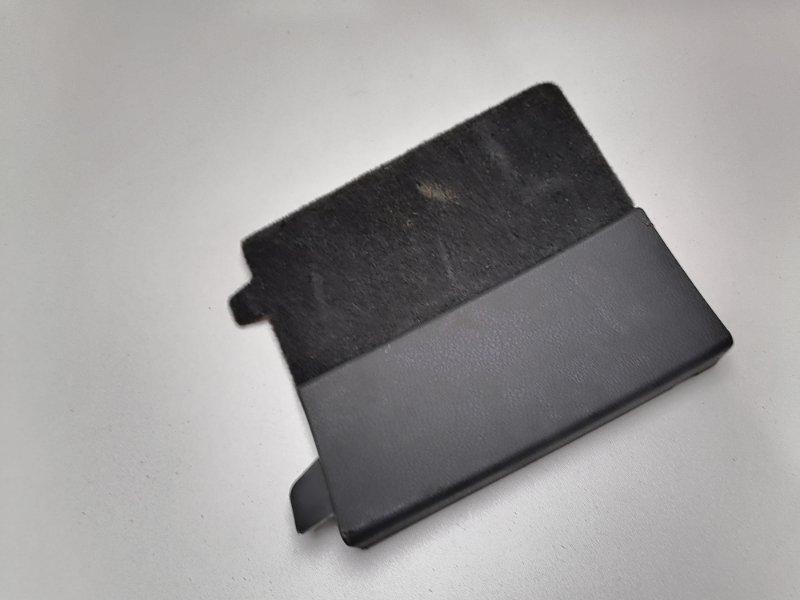 Заглушка обшивки багажника Volkswagen Touareg 2.5 TDI 2006 правая (б/у)
