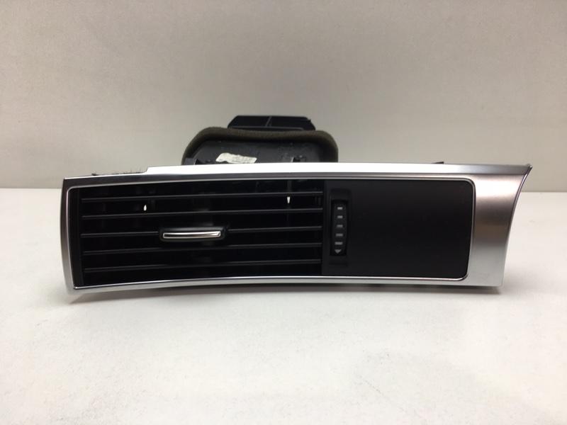 Дефлектор воздушный Audi A6 C6 3.0 2012 левый (б/у)