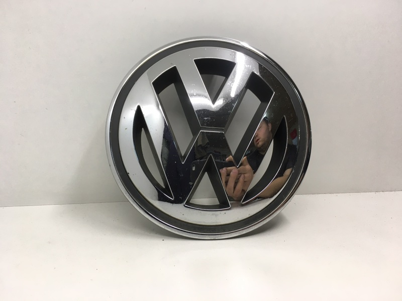 Эмблема Volkswagen Tiguan 2.0 TDI 2009 передняя (б/у)