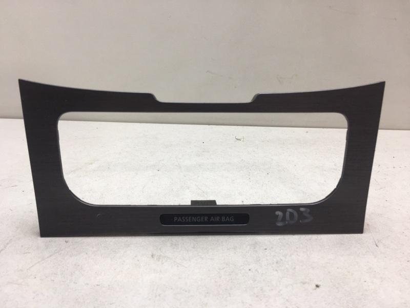 Накладка декоративная Volkswagen Passat B7 2.0 TDI 2011 передняя (б/у)