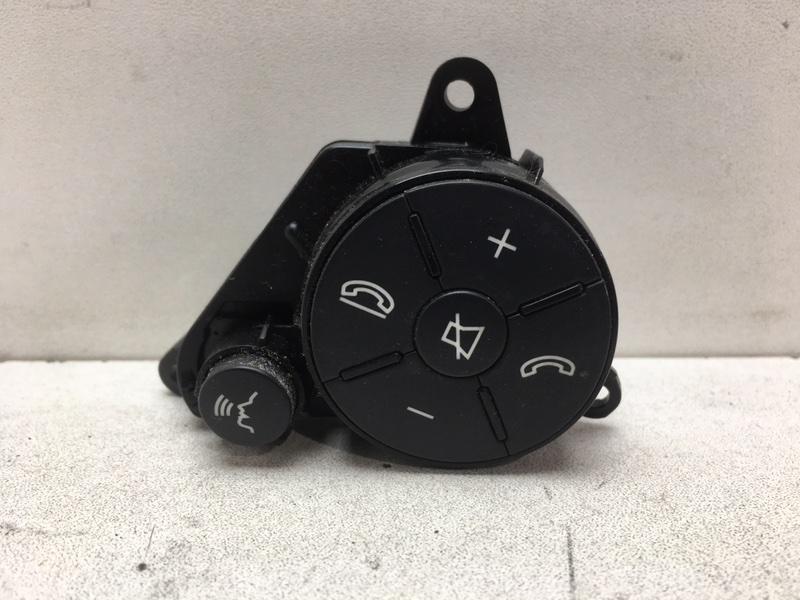 Кнопки на руль Mercedes E350 W212 3.5 2011 (б/у)