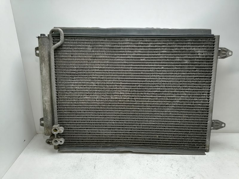 Радиатор кондиционера Volkswagen Passat B7 1.6 TDI 2010 (б/у)