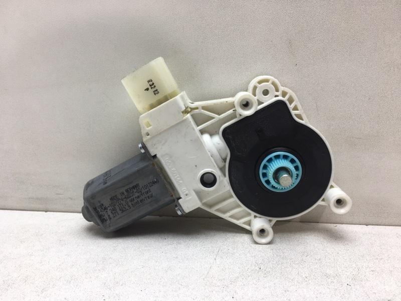 Мотор стеклоподъемника Bmw F10 2.0 D 2013 передний левый (б/у)