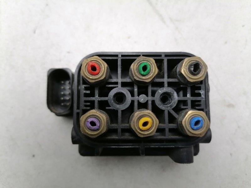 Блок клапанов пневмоподвески Volkswagen Touareg NF CASD 2012 (б/у)