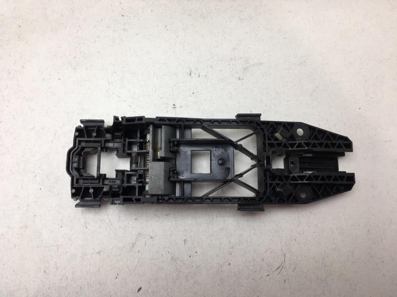 Кронштейн ручки Volkswagen Tiguan 2.0 TDI 2012 левый (б/у)