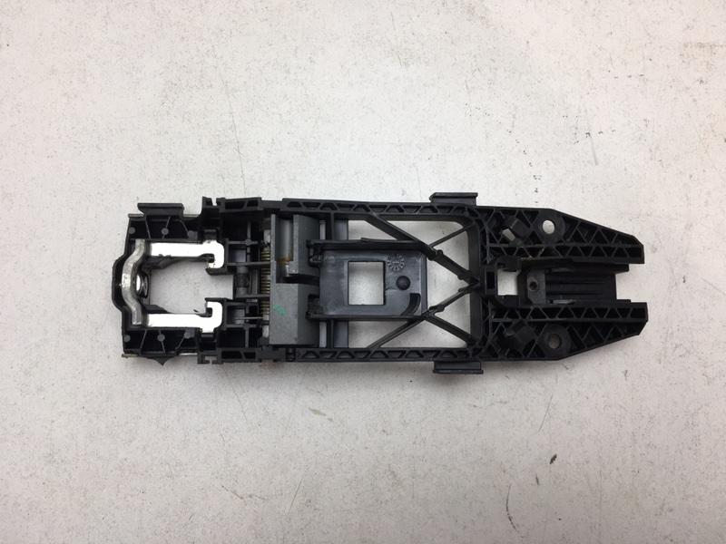 Кронштейн ручки Volkswagen Tiguan 2.0 TDI 2012 передний правый (б/у)