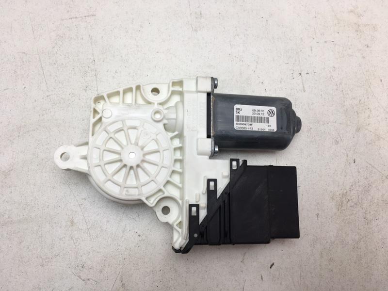 Мотор стеклоподъемника Volkswagen Tiguan 2.0 TDI 2012 задний левый (б/у)