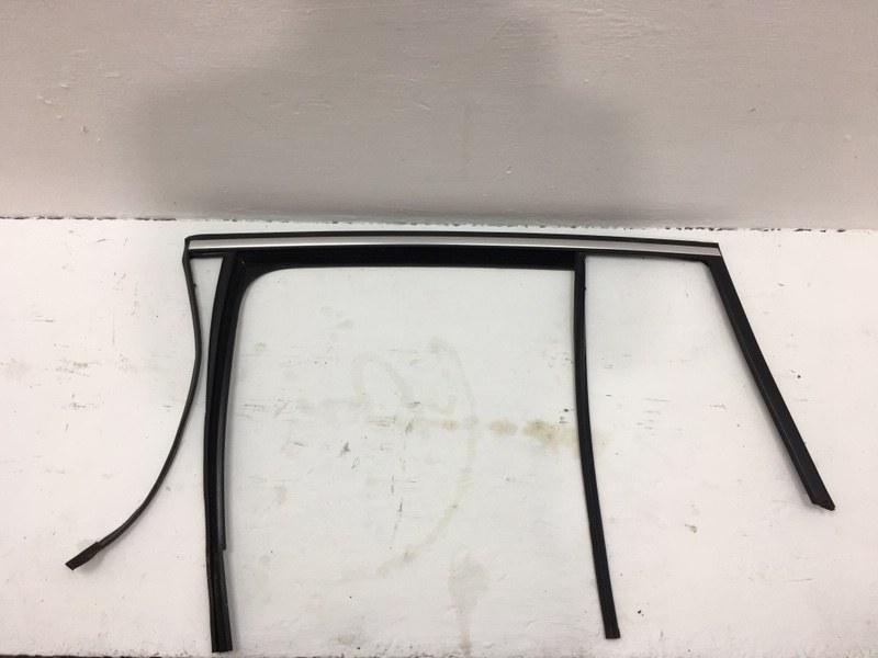 Уплотнитель стекла Volkswagen Tiguan 2.0 TDI 2012 задний левый (б/у)