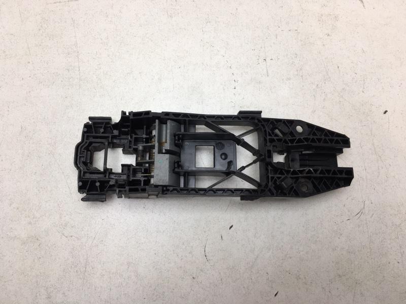 Кронштейн ручки Volkswagen Tiguan 2.0 TDI 2012 передний левый (б/у)