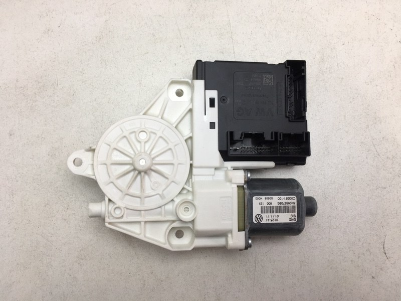 Мотор стеклоподъемника Volkswagen Tiguan 2.0 TDI 2012 передний правый (б/у)