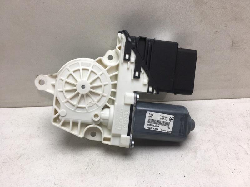 Мотор стеклоподъемника Volkswagen Tiguan 2.0 TDI задний правый (б/у)