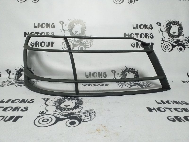 Решетка на фары Ford Escape LFACT передняя правая (б/у)