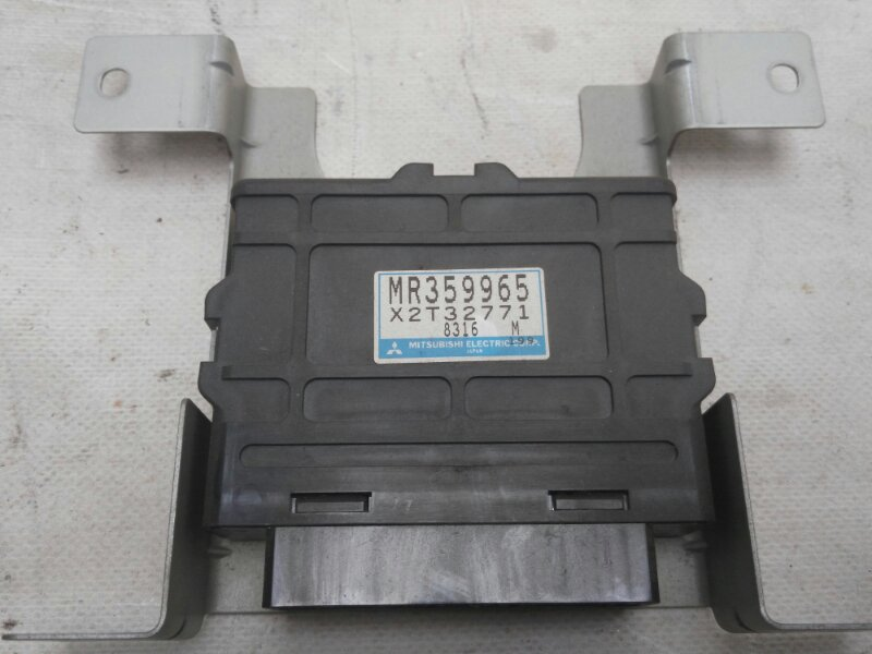 Блок abs Mitsubishi Delica PE8W 4M40 1998 (б/у)