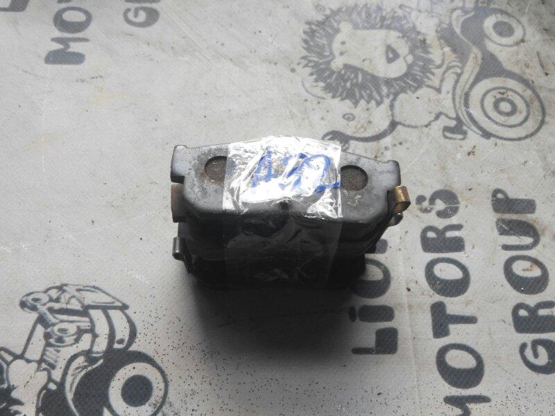 Тормозные колодки Nissan Cefiro A32 заднее (б/у)