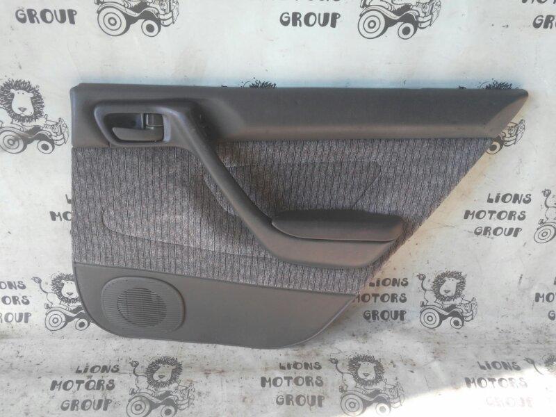 Обшивка дверей Toyota Corona AT190 задняя правая (б/у)