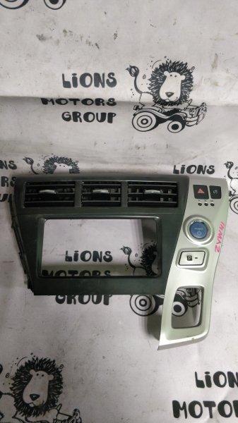 Консоль магнитофона Toyota Prius Alpha ZVW41 2ZR (б/у)