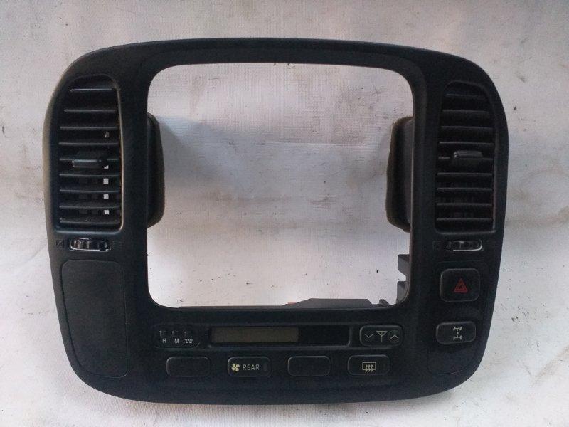 Консоль магнитофона Toyota Land Cruiser UZJ100 2UZ-FE 1998 (б/у)