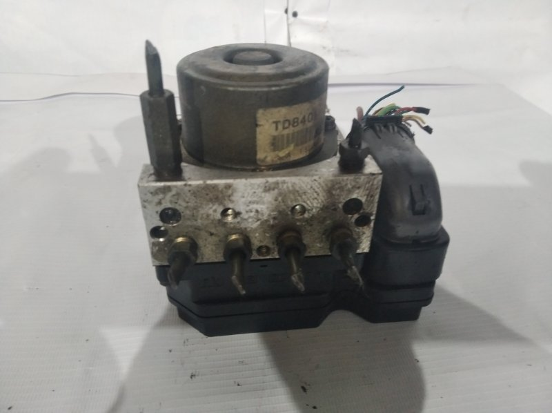 Блок abs Nissan Elgrand MNE51 VQ25 (б/у)