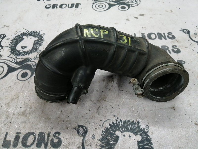 Патрубок воздушного фильтра Toyota Bb NCP31 1NZ-FE (б/у)