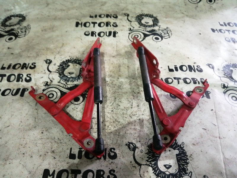 Амортизатор багажника Mazda 3 BK5P задний (б/у)