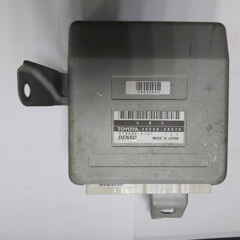 Блок управления abs Toyota Land Cruiser UZJ100 2UZ-FE 2000.11 (б/у)