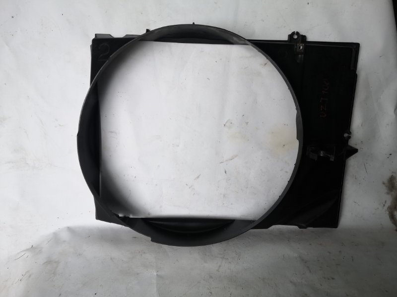 Диффузор радиатора Toyota Land Cruiser UZJ100 2UZ-FE 2000.11 (б/у)