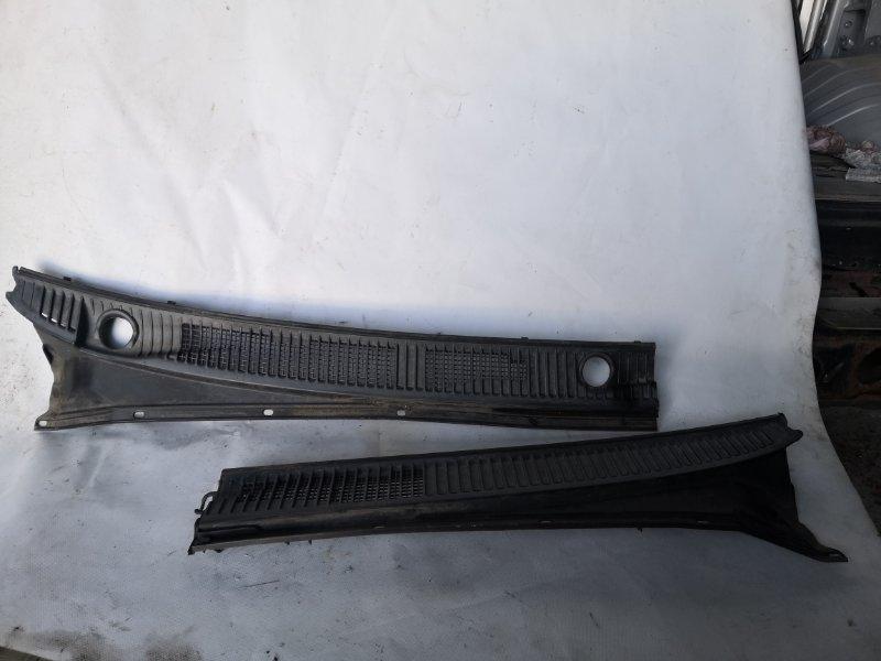 Решетка под лобовое стекло Toyota Land Cruiser UZJ100 2UZ-FE 2000.11 передняя (б/у)