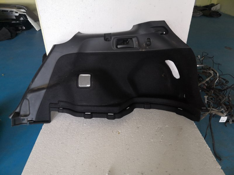 Обшивка багажника Toyota Corolla Fielder NKE165 1NZ-FXE 2013 задняя правая (б/у)