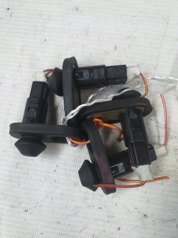 Выключатель концевой Toyota Kluger ACU20 (б/у)