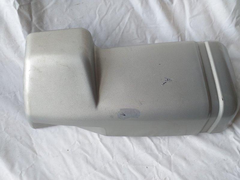 Клык бампера Mitsubishi Delica P25W задний правый (б/у)