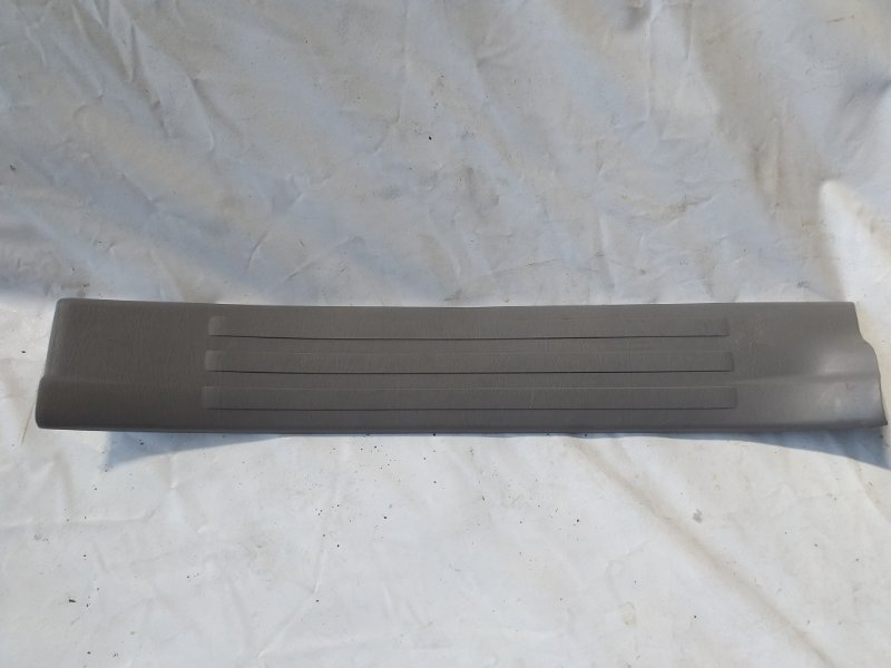 Накладка на порог салона Toyota Surf TRN215 задняя правая (б/у)