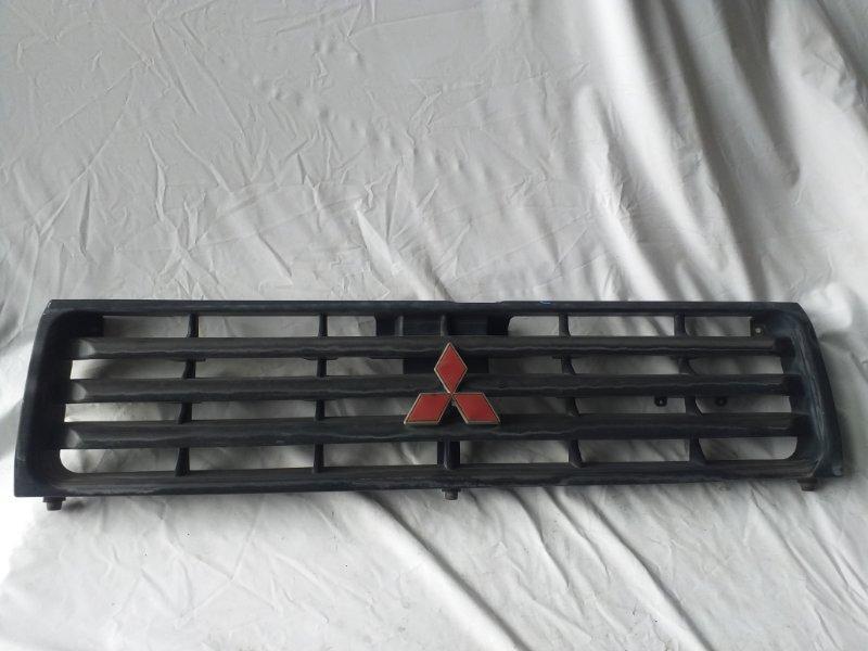Решетка радиатора Mitsubishi Pajero V26W (б/у)