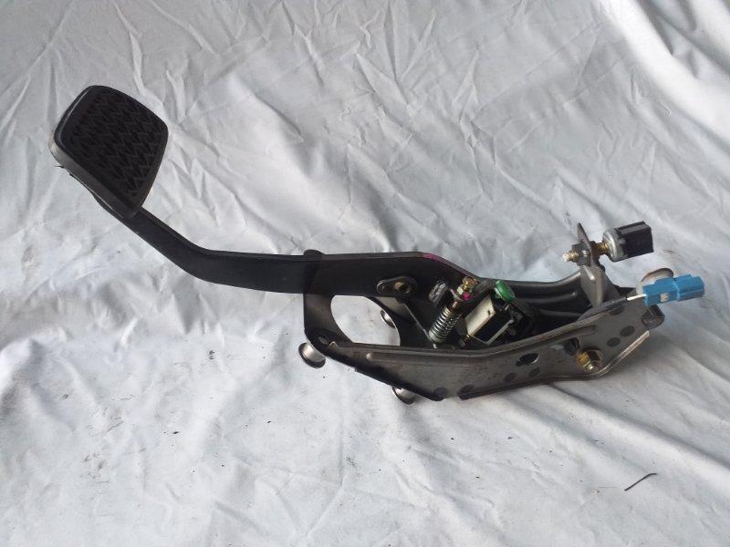 Педаль тормоза Toyota Kluger MCU25 (б/у)