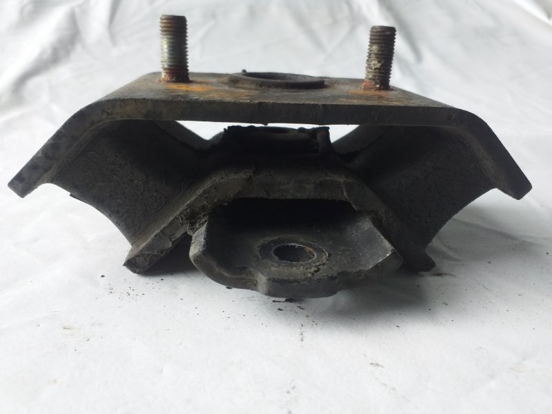 Подушка кпп Isuzu Bighorn UBS69 4JG2 (б/у)