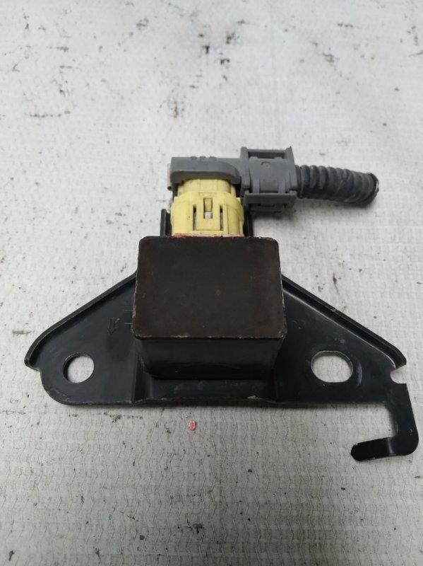 Датчик airbag Toyota Kluger ACU25 2AZ передний левый (б/у)