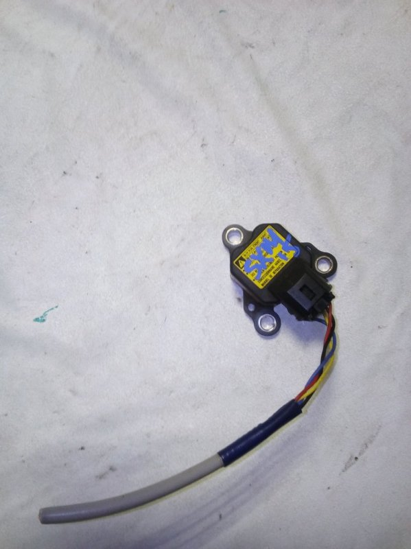 Датчик замедления Toyota Gaia SXM15 (б/у)