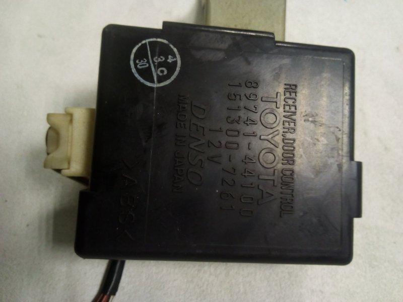 Блок управления замками Toyota Gaia SXM15 (б/у)