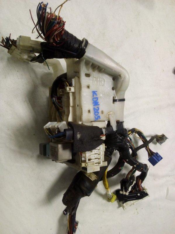 Блок предохранителей Toyota Hiace KDH205 (б/у)
