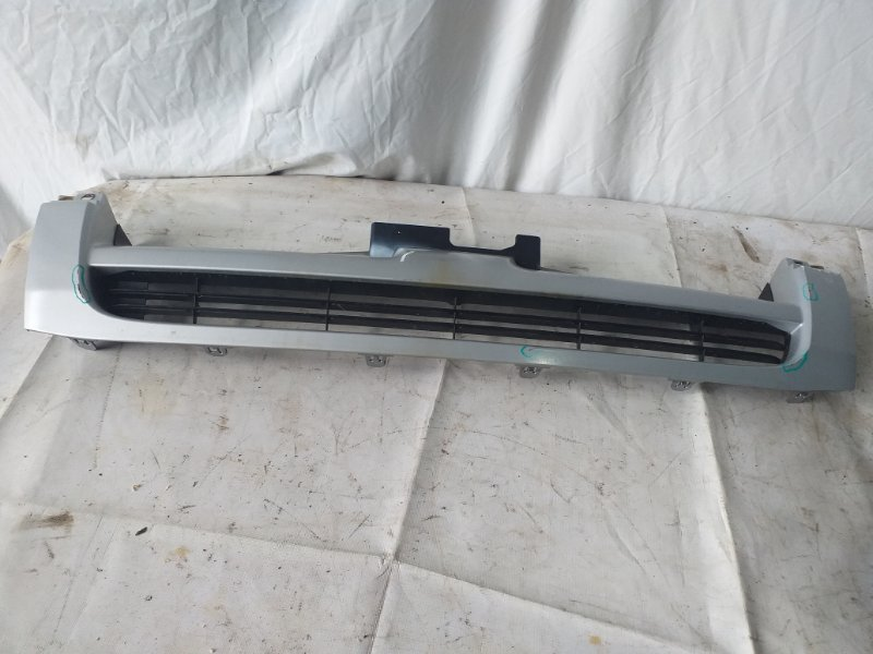 Решетка радиатора Toyota Hiace KDH205 (б/у)