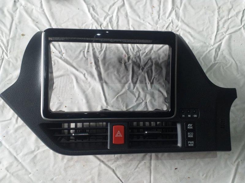 Консоль магнитофона Toyota Noah ZWR80 (б/у)