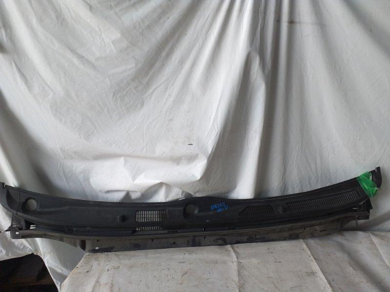 Решетка под лобовое стекло Toyota Hiace KDH205 (б/у)