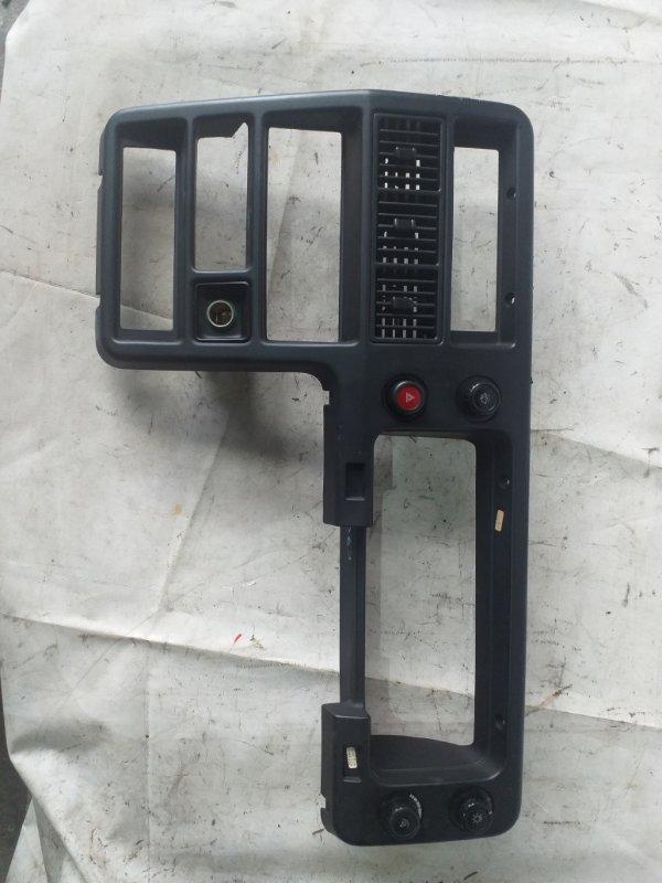Консоль магнитофона Isuzu Bighorn UBS69 4JG2 2001 (б/у)