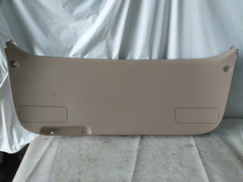 Обшивка двери багажника Toyota Gaia SXM15 3S-FE задняя (б/у)