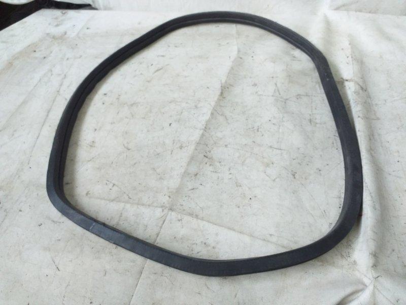 Уплотнитель стекла собачника Toyota Land Cruiser Prado RZJ95 3RZ-FE 1999.05 (б/у)