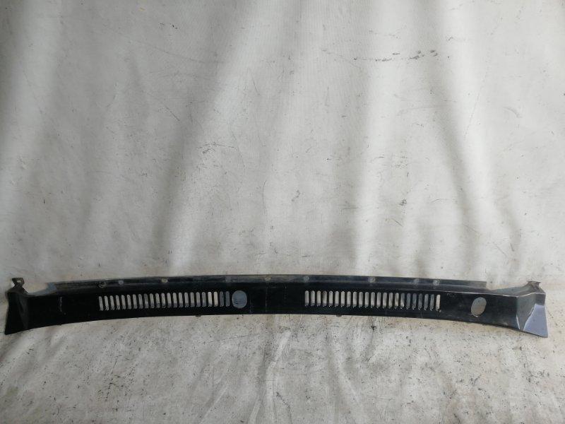 Решетка под лобовое стекло Nissan Safari WRGY60 TD42 1992.03 передняя (б/у)
