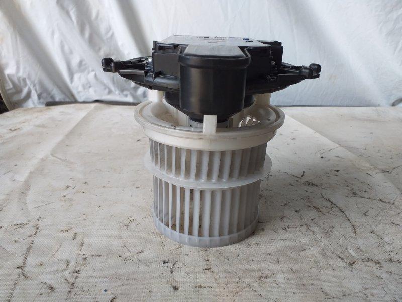 Мотор печки Toyota Voxy ZWR80 2ZR (б/у)