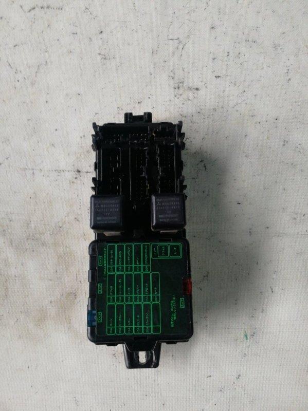 Блок предохранителей Mitsubishi Delica PE8W 4M40 (б/у)