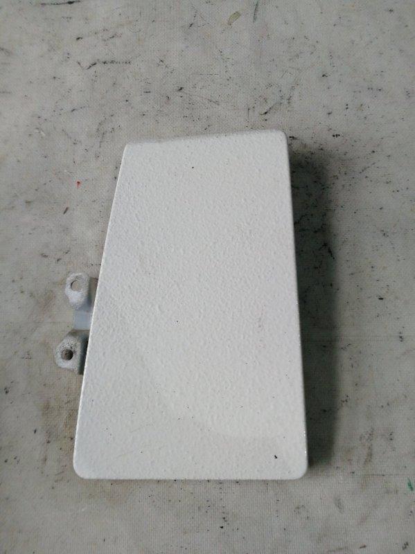 Лючок бензобака Mitsubishi Delica PE8W 4M40 (б/у)