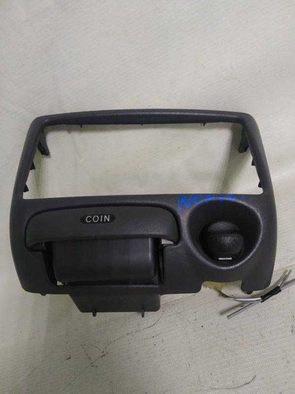 Консоль магнитофона Toyota Vitz NCP15 1NZ-FE 2000.02 (б/у)
